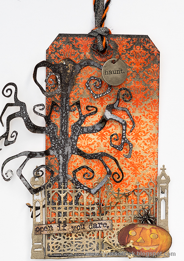 Halloween_gate_tag-Layers-of-ink