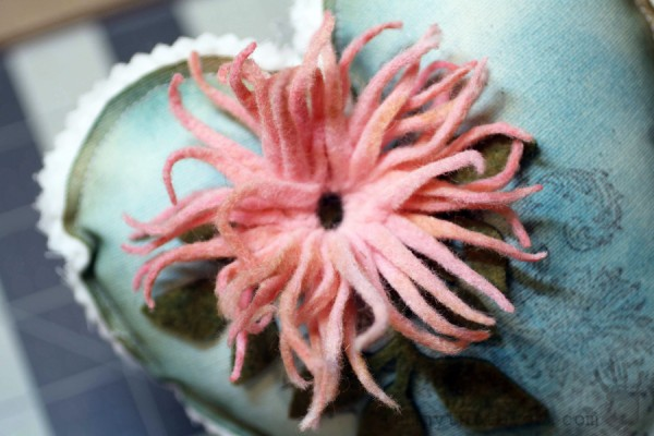 Tammy Tutterow   Felt Flower Gift Heart 14